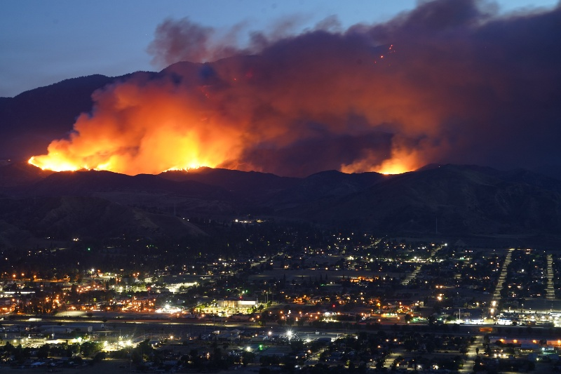 Natural disaster, forest fire threat to city.